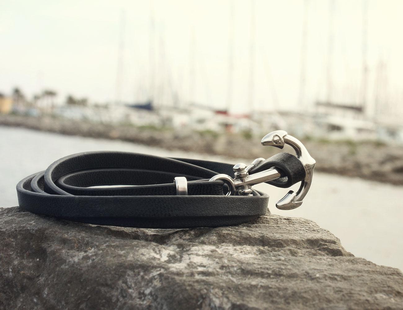 bracelet chic en cuir avec une ancre de marine. Black Bedroom Furniture Sets. Home Design Ideas